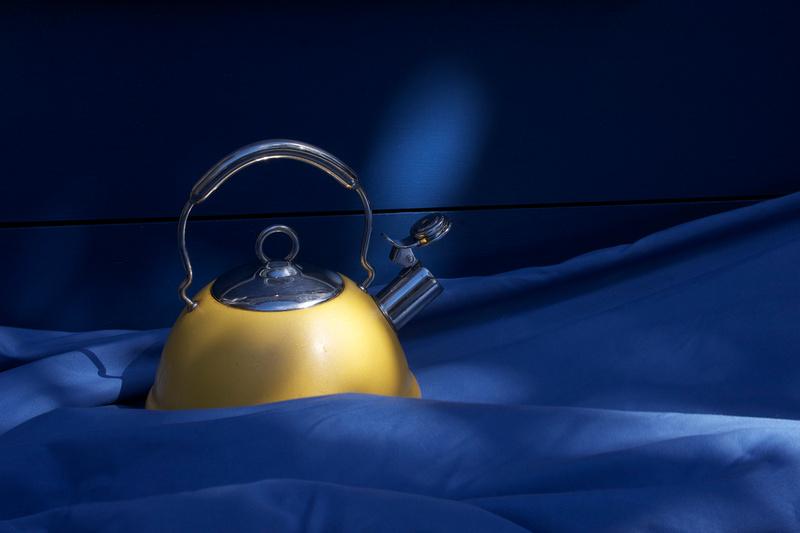 Yellow kettle (PHOT 51)
